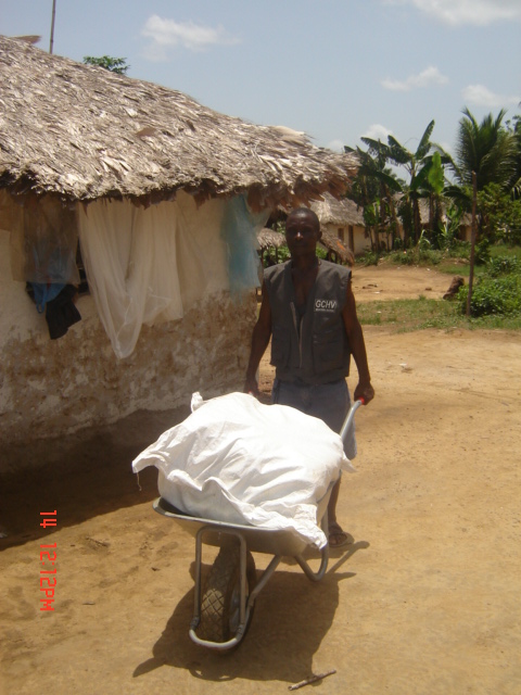 A General Community Health Volunteer (GCHV) carries bale of nets for distribution in the Yarpah Town, Rivercess County.